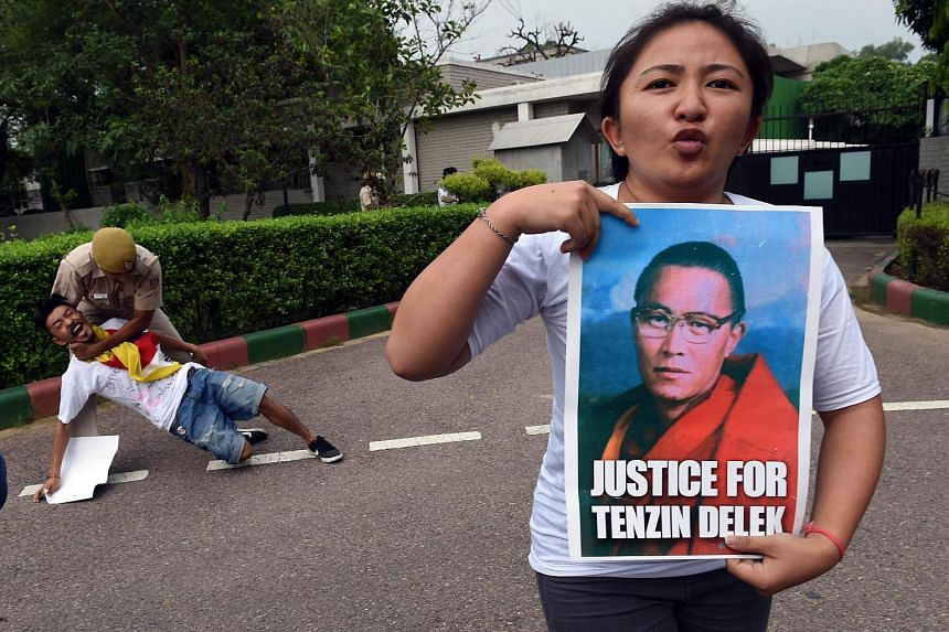 Exiled Tibetan protesters shout slogans against China during a protest outside the Chinese embassy in New Delhi over the death of Tenzin Delek Rinpoche, on July 17, 2015.