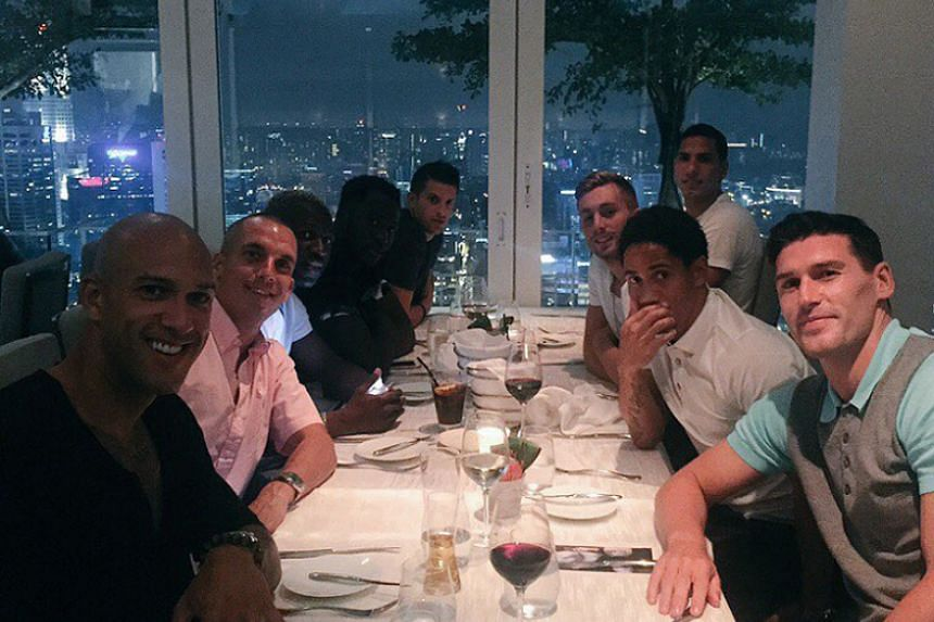 Everton new signing Gerard Deulofeu wastes no time in bonding with team-mates over dinner.