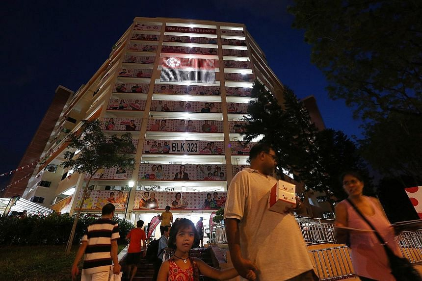 Three Housing Board blocks in Serangoon Avenues 2 and 3 were awash with colour and lights last night as part of an arts festival organised by the Braddell Heights Community Arts and Culture Club. The SG50 Lights of Life @ Braddell Heights event saw t