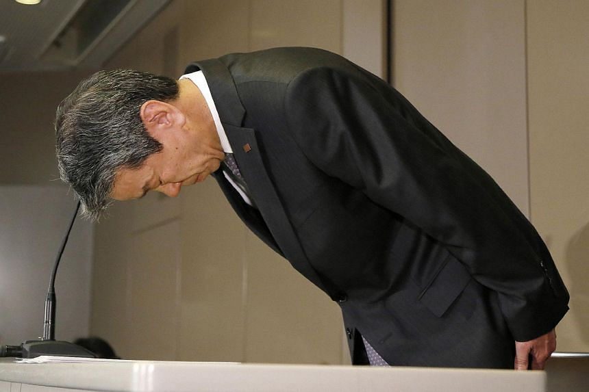 Toshiba president Hisao Tanaka bows at a press conference to apologise for the company's accounting irregularities, at the Toshiba headquarters in Tokyo, on May 15, 2015.