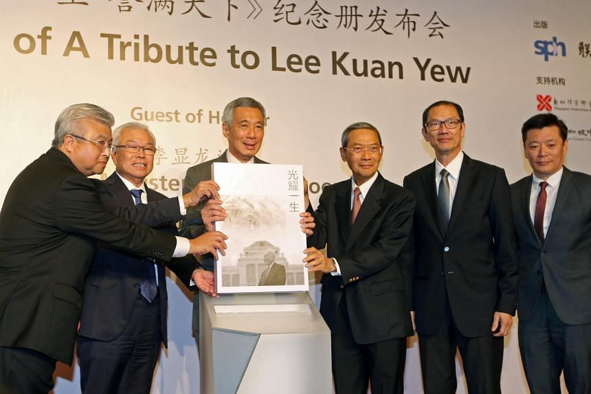 Prime Minister Lee Hsien Loong (third from left) at the book launch. Also present were (from left) Singapore Chinese Chamber of Commerce & Industry president Thomas Chua, SFCCA president Chua Thian Poh and SPH chairman Lee Boon Yang.
