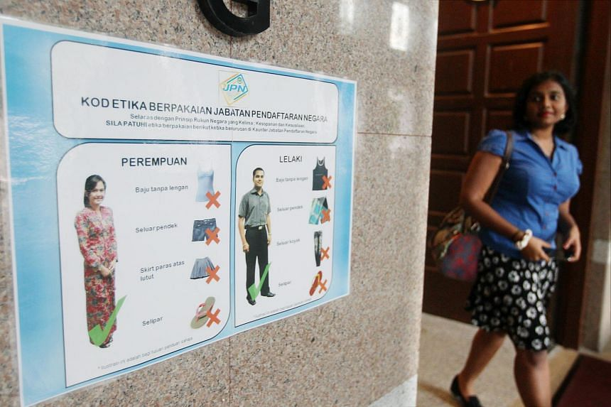 A sign showing the advised dress code for people visiting a federal building in Malaysia.