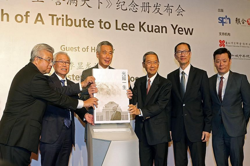 (From left) Singapore Chinese Chamber of Commerce and Industry president Thomas Chua, SFCCA president Chua Thian Poh, PM Lee, SPH chairman Lee Boon Yang, Mr Seow Choke Meng, business consultant of the SPH Chinese Media Group and Times Properties, and