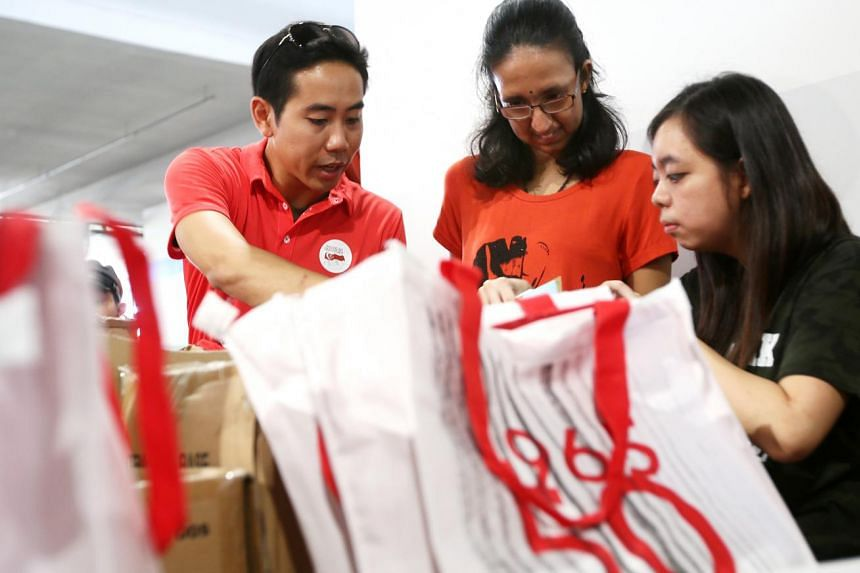 All hands on deck yesterday at Kranji Camp 3, where volunteers and army men have been helping to pack National Day goodie bags.