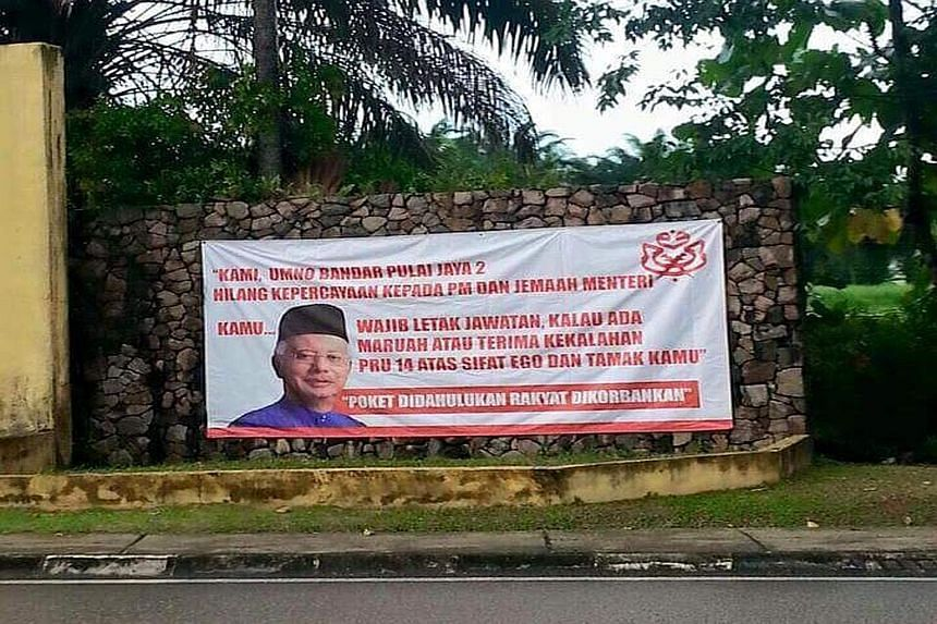 A banner put up by a branch of the Umno Gelang Patah division in Johor calling for Malaysian Prime Minister Najib Razak to resign. Minister Tajuddin Abdul Rahman says the branch does not speak for the majority.
