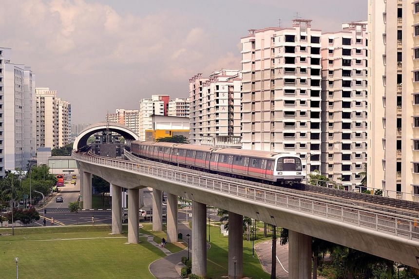 SMRT trains travelling between Clementi and Joo Koon were delayed temporarily due to a train fault on Thursday evening.