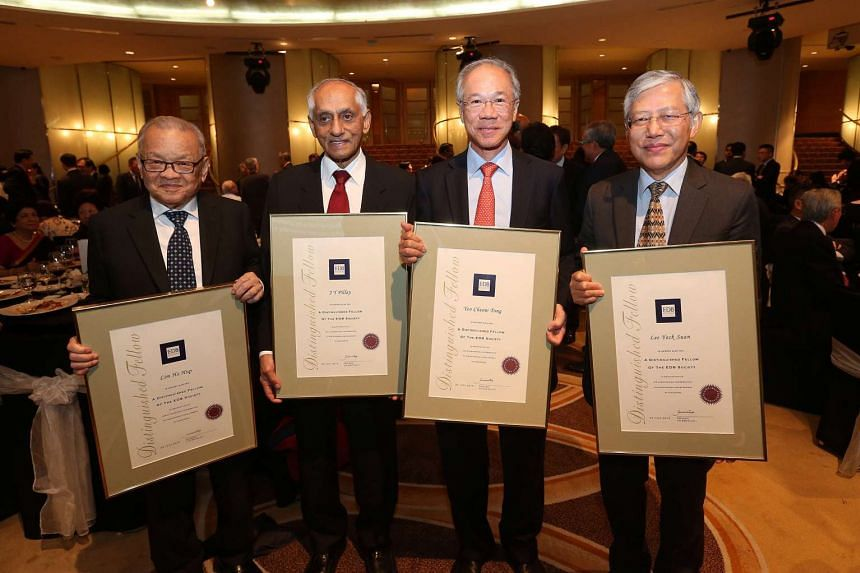 Deputy Prime Minister Tharman Shanmugaratnam presented the Distinguished Fellow of The EDB (Economic Development Board) Society Award 2015 at the EDB Society's 25th anniversary gala dinner to four outstanding individuals, for their contribution to