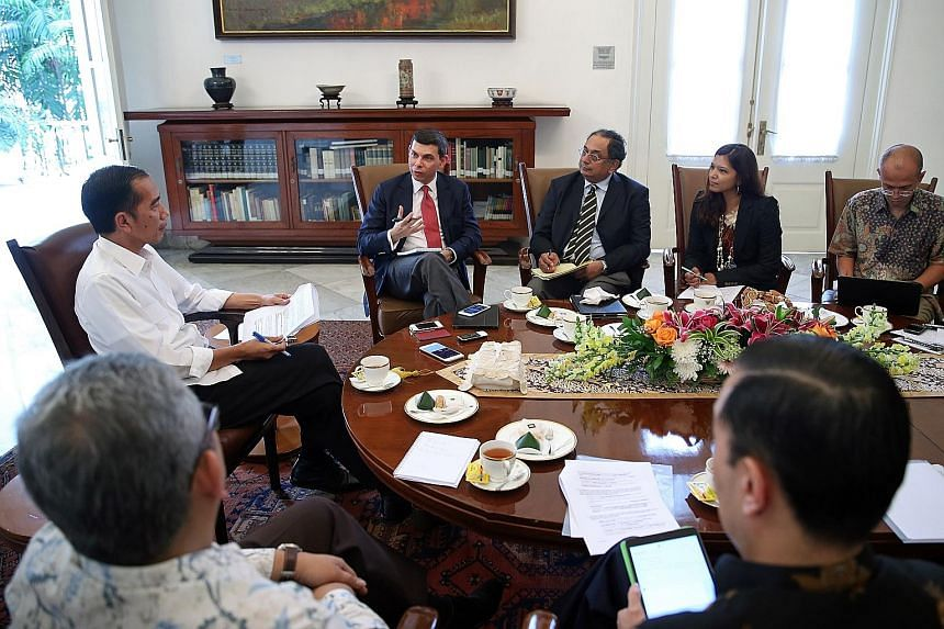 President Joko Widodo (in white) with The Straits Times team: (from left) Editor Warren Fernandez; Associate Editor (Global Affairs) Ravi Velloor; Indonesia Bureau Chief Zubaidah Nazeer; and Indonesia Correspondent Wahyudi Soeriaatmadja.