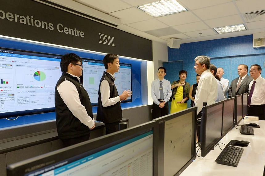 Minister for Communications and Information Yaacob Ibrahim being shown around Temasek Polytechnic's new IT security and forensics hub.