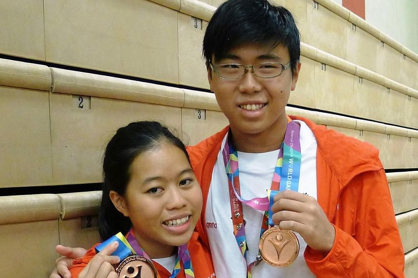 Singapore swimmers Danielle Moi and Han Liang Chou with their medals.