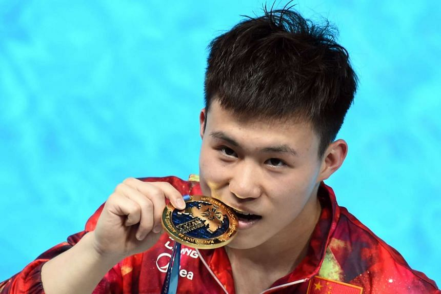 Xie Siyi posing with his gold medal.