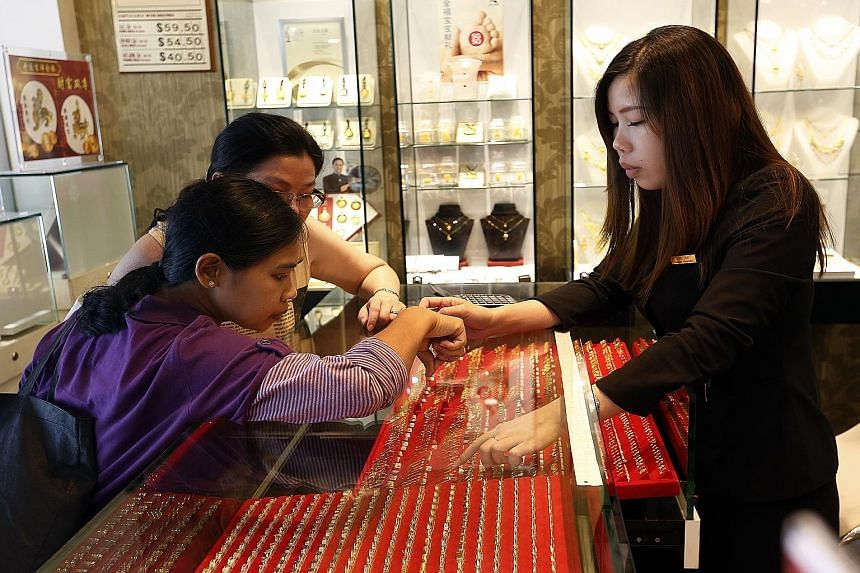 The reaction to gold's latest low point has differed greatly across world markets - and among buyers in Singapore. Last night, gold was trading at US$1,096.10 an ounce.