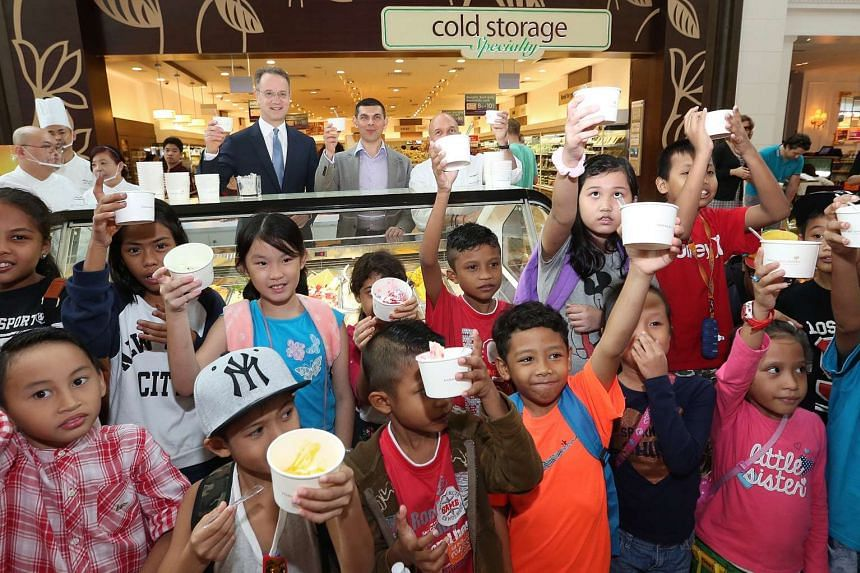 Thirty children from the ST School Pocket Money Fund kick-start the Scoops of Hope charity event.