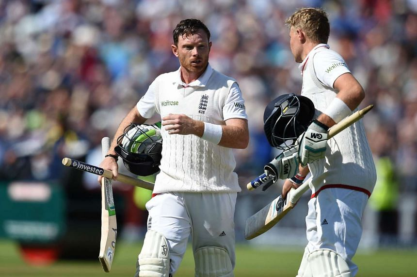 England's Ian Bell (left) and Joe Root on the third day of the third Ashes cricket test match between England and Australia on July 31, 2015.