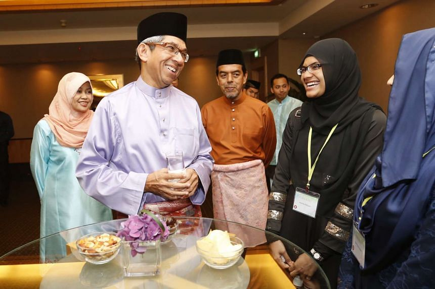 Minister for Communications and Information and Minister in-charge for Muslim Affairs Dr Yaacob Ibrahim meets 22-year-old Amalina Ridzuan, who is the first to be offered a place in NUS Yong Loo Lin School of Medicine.
