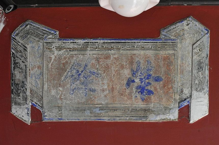 Framed panels (left) that depict birds and flowers. A 1980s picture of the facade of 66 Spottiswoode Park Road.