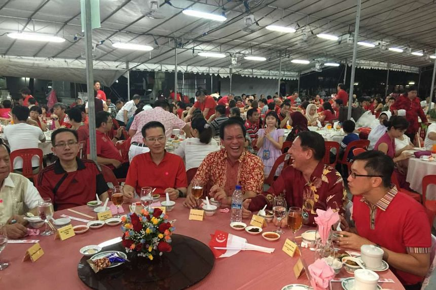 Mr Chong (centre) sitting on the right of Deputy Prime Minister Teo Chee Hean at the dinner.