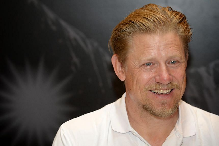 Former Manchester United No.1 Peter Schmeichel said United needs to respect David De Gea's wishes.