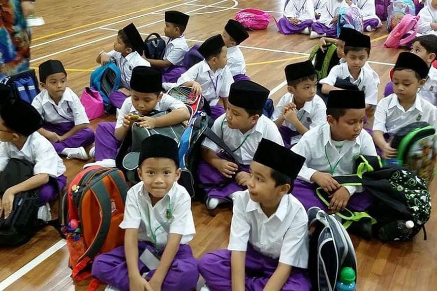 A group of students from Wak Tanjong Madrasah.