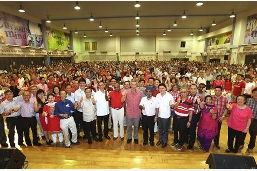 Prime Minister Lee Hsien Loong and Minister for Foreign Affairs and Law K Shanmugam joined retiring Ang Mo Kio GRC MP Inderjit Singh at a National Day dinner for Kebun Baru residents on Saturday.