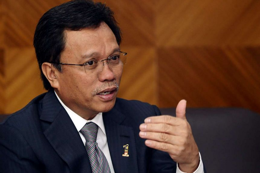 Umno vice-president Shafie Apdal has denied planning to join a Sabah opposition party.