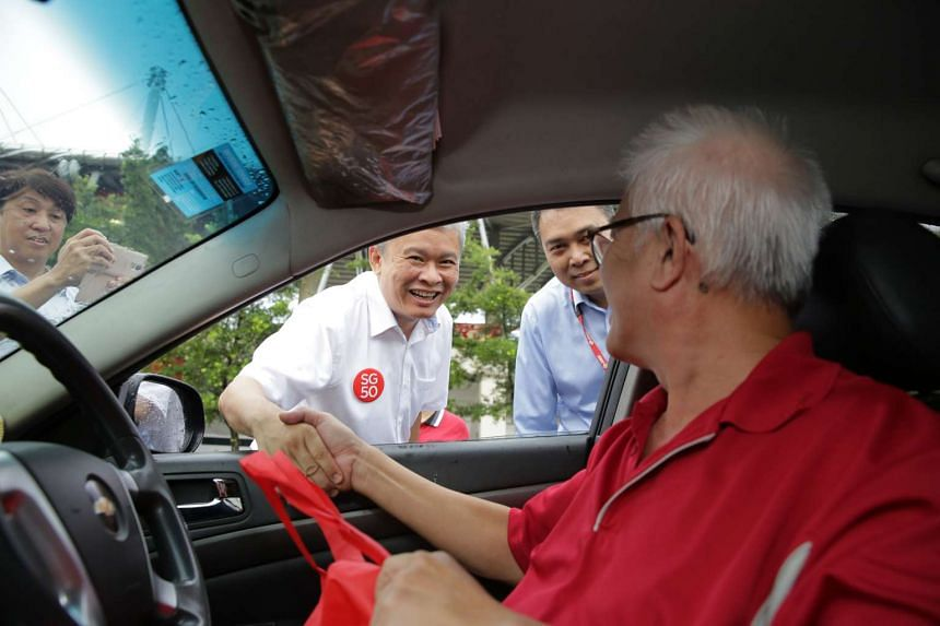 Mr Ang Hin Kee gives out goodie bags to SMRT taxi drivers.