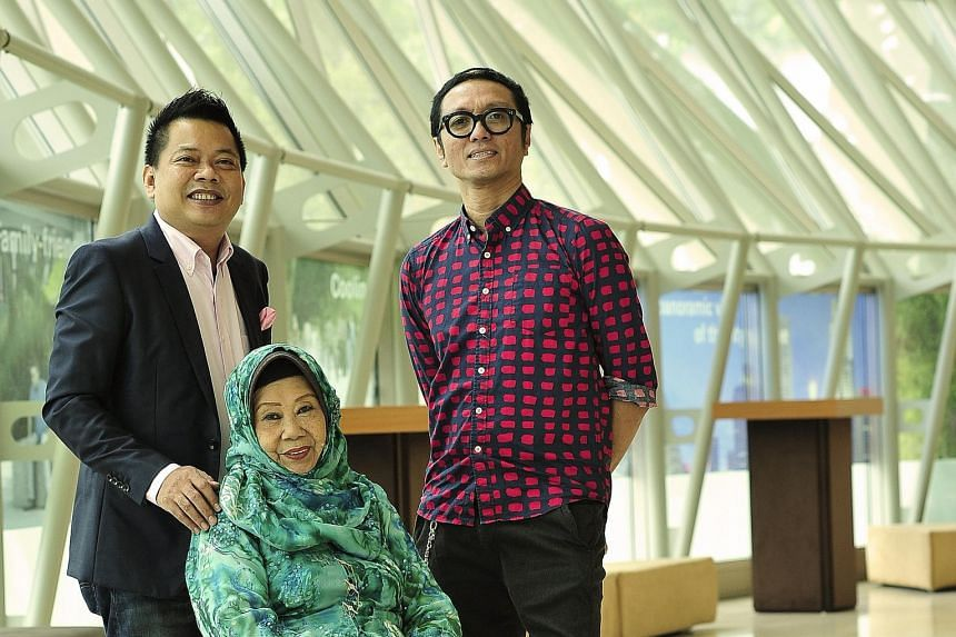 Veteran Singer Nona Asiah (centre) with her son Indra Shahrir Ismail (left) and protege Najip Ali (right).