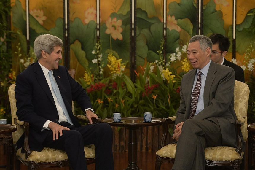 United States Secretary of State John Kerry speaking with Singapore Prime Minister Lee Hsien Loong at the Istana on Aug 4, 2015.