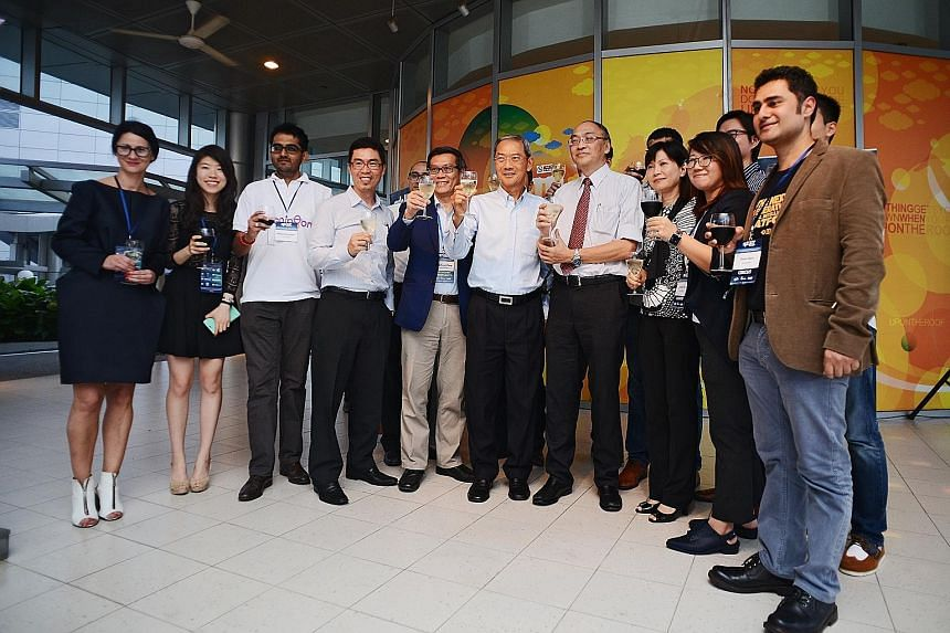 At the unveiling of SPH Plug and Play's first intake of start-ups were (from fourth left in photo) SPH Media Fund CEO Chua Boon Ping, Infocomm Investments general manager Pang Heng Soon, SPH chairman Lee Boon Yang, SPH CEO Alan Chan and SPH executive