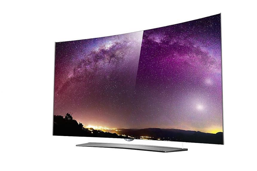 The standing frame matches the curves of the TV and uses a clear sheet of plastic to connect the two. This design aspect and the TV's very slim profile give the illusion that the TV is floating on its stand.