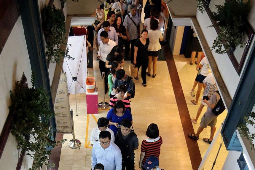 Long queues at moneychangers in Change Alley on June 10 with the ringgit weakening. It has depreciated about 6 per cent against the Singdollar since Jan 1. Some analysts expect it to weaken further.