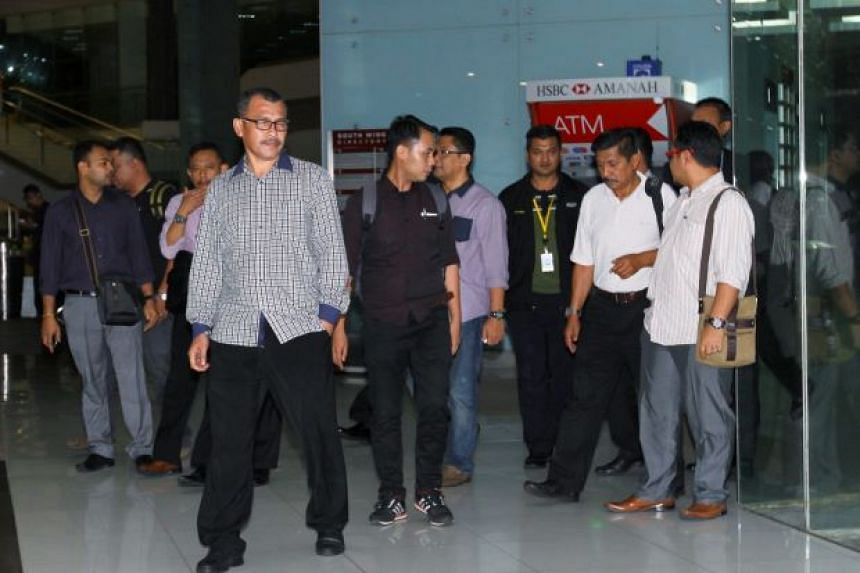 Police investigators from Bukit Aman leaving the Malaysian Anti-Corruption Commission (MACC) offices after searching it.