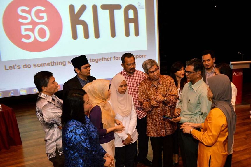 Minister-in-charge of Muslim Affairs Yaacob Ibrahim (centre) with members of the SG50 Kita Committee.