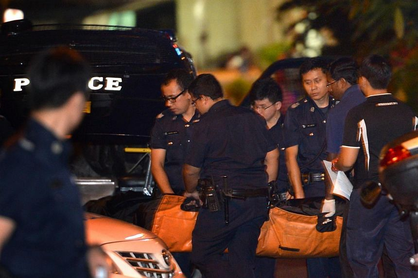 SCDF personnel removing the body of a victim who died in a blaze that broke out at a Geylang Lorong 4 shophouse on Dec 6, 2014.
