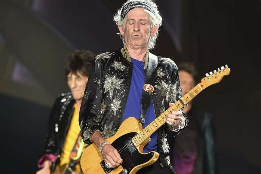 Rolling Stones guitarist Keith Richards has denounced the 1967 Beatles album famed for its experimentation.