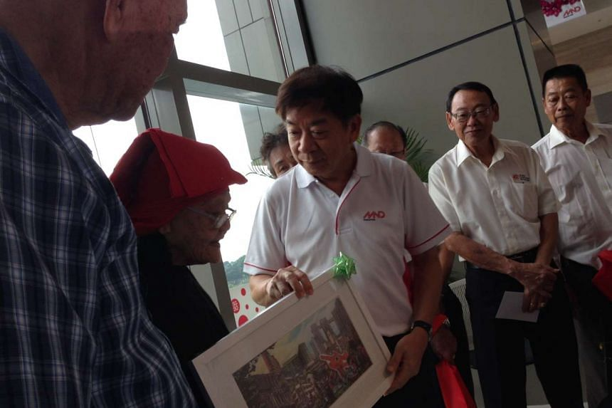National Development Minister Khaw Boon Wan thanking pioneer builders on Thursday, Aug 6, 2015.