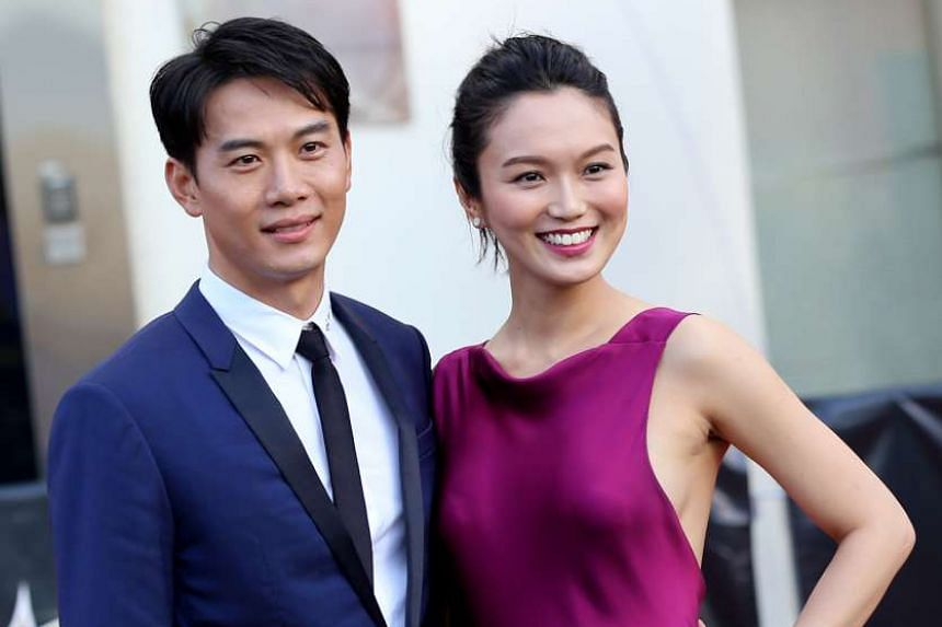 Joanne Peh, with actor-husband Qi Yuwu, on the red carpet at the Star Awards Show 2 on April 26, 2015.