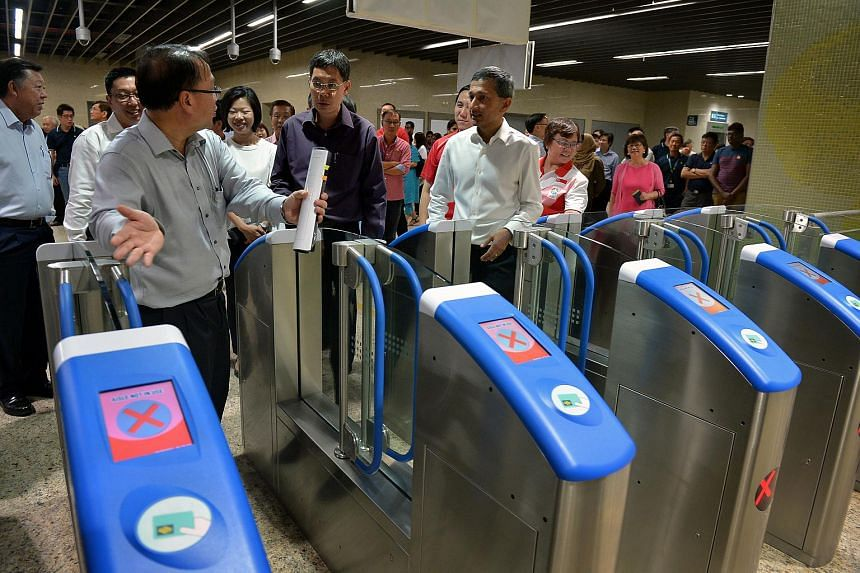 Transport Minister Lui Tuck Yew (centre) and Environment and Water Resources Minister Vivian Balakrishnan (right) being briefed by Mr Chua Chong Kheng, LTA's deputy chief executive (infrastructure and development) at the Botanic Gardens station.