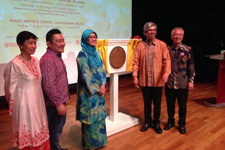 Dr Yaacob Ibrahim (in orange batik), Minister for Communications and Information and Minister-in-charge of Muslim Affairs, unveiling the national monument plaque at the Istana Kampong Gelam on Friday, Aug 7, 2015.