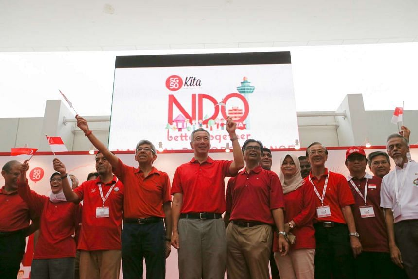 PM Lee Hsien Loong (centre) and Minister-in-charge of Muslim Affairs Yaacob Ibrahim joined Malay/Muslim organisations and their partners at a national day observance ceremony at ITE College Central on Aug 8, 2015.