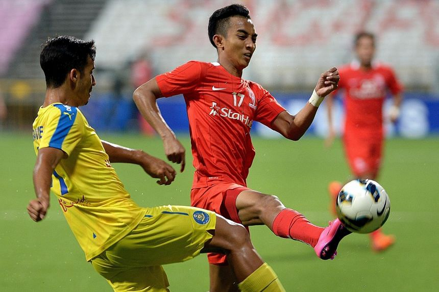 LionsXII's Faris Ramli (in red) and Pahang's Matthew Davies vying for the ball. Faris' double took his MSL season's tally to eight goals.