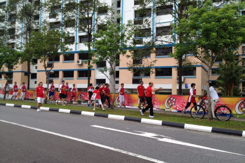 Pioneer Generation residents from Sembawang running the last leg of the GRC's SG50 50km relay run