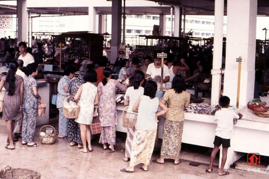 The new town was developed based on the HDB's new neighbourhood concept, with a town centre and each small  neighbourhood having its own facilities, such as hawker centres, wet markets (above, in 1972), shops, clinics and playgrounds.