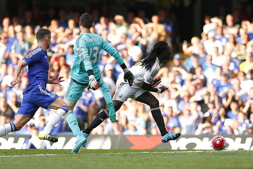 After Bafetimbi Gomis was brought down by Chelsea's Thibaut Courtois in the box, the striker netted from the penalty spot while the goalkeeper was sent off.