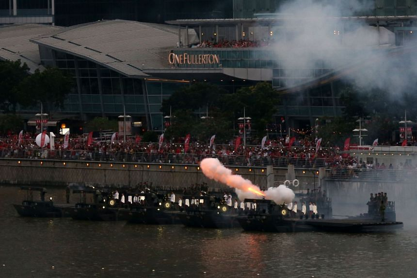 Spectators in full force at One Fullerton as the Singapore Artillery executed the 21-gun salute.