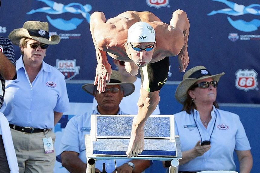 Michael Phelps signalled his intent for next year's Rio Olympics with scintillating swims at the US championships.