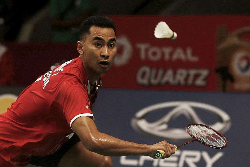 Indonesia's Tommy Sugiarto shrugs off an uncertain start against Spain's Pablo Abian to cruise into the second round with a 21-16, 21-13 victory at badminton's World Championships.