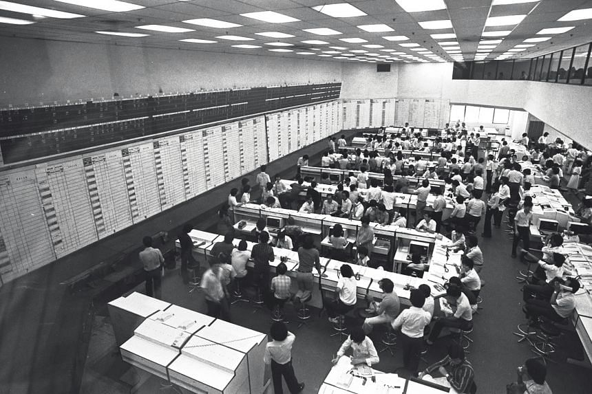 Stock Exchange of Singapore goes computerised at Hong Leong building.