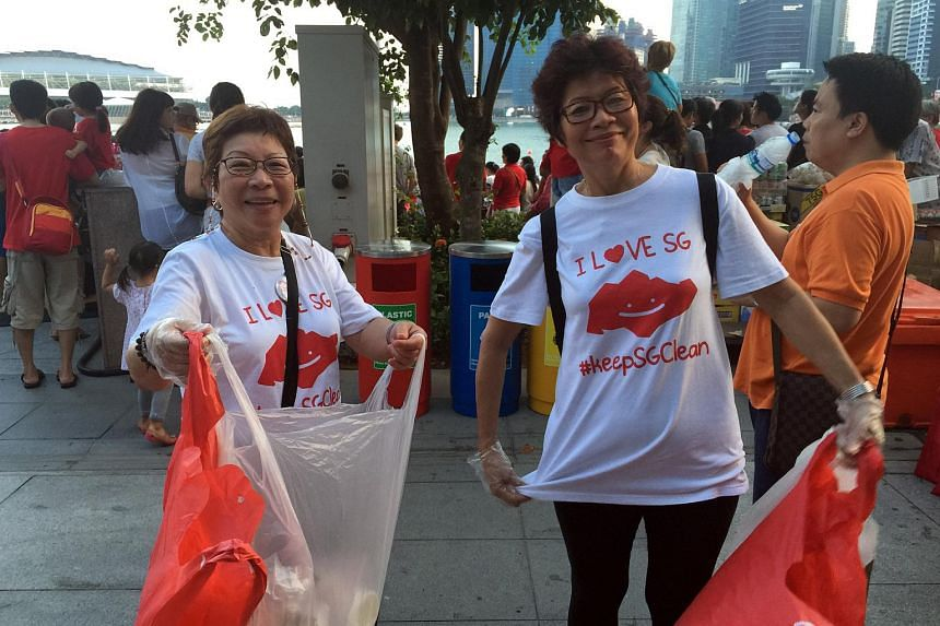 Madam Ewe Peggy, 63, and Madam Shirley Lai, 63, volunteers from the Singapore Glove Project picking up trash at the Esplanade during the National Day Parade preview on Aug 1, 2015.