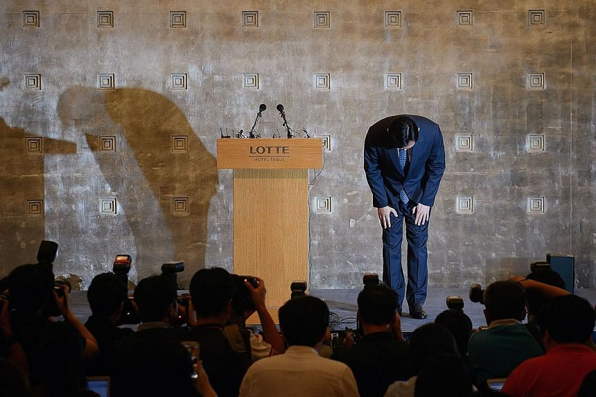Lotte group chairman Shin Dong Bin bowing before the cameras in apology for the bitter and very public battle for corporate control that has pitted him against his father and elder brother.